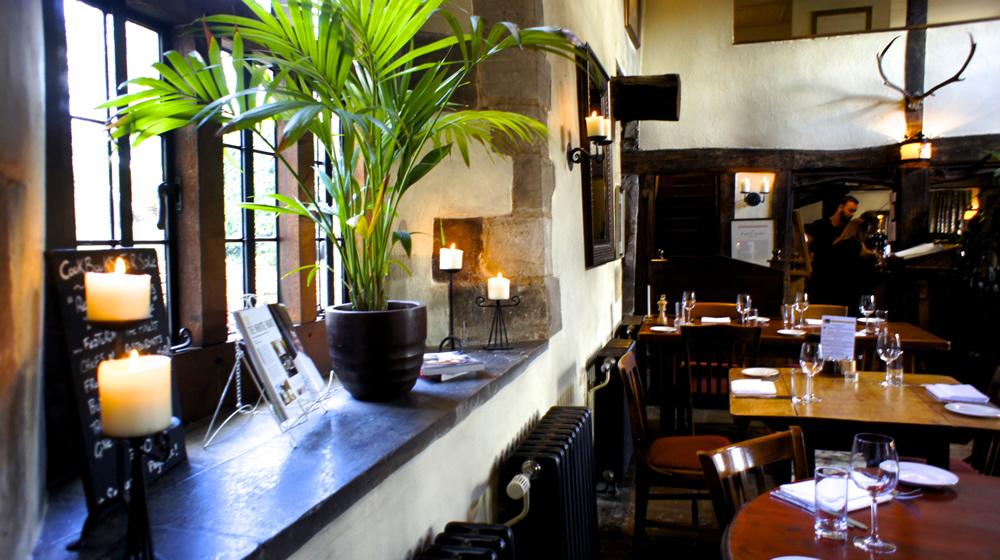 White Hart Fyfield Oxfordshire Restaurant Main Hall GalleryDSC02885